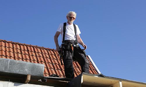 Takrenovering - snickare på taket