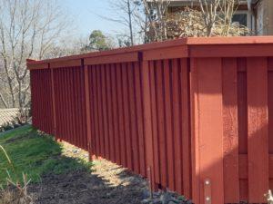 Vår kund uppskattar sitt nya staket - falurött och snyggt!